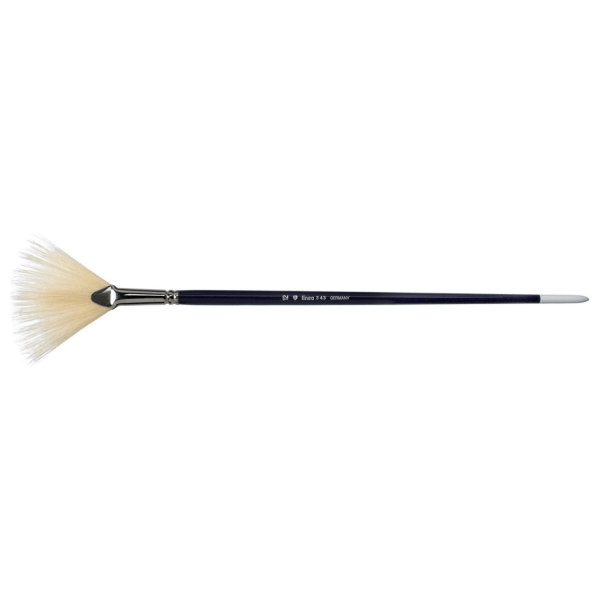 Fan brush for artists. Brush with white bristle. The brush is best for acrylic painting and oil painting.