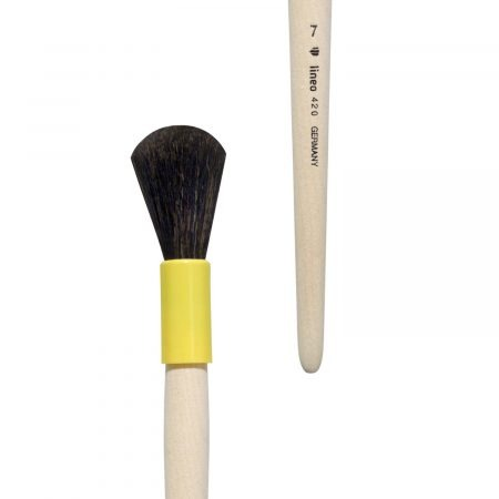 Handmade gilder duster/former brush/mop brush, Series 420, oval form, goat hair, yellow plastic cases, short not-lacquered wooden handles.