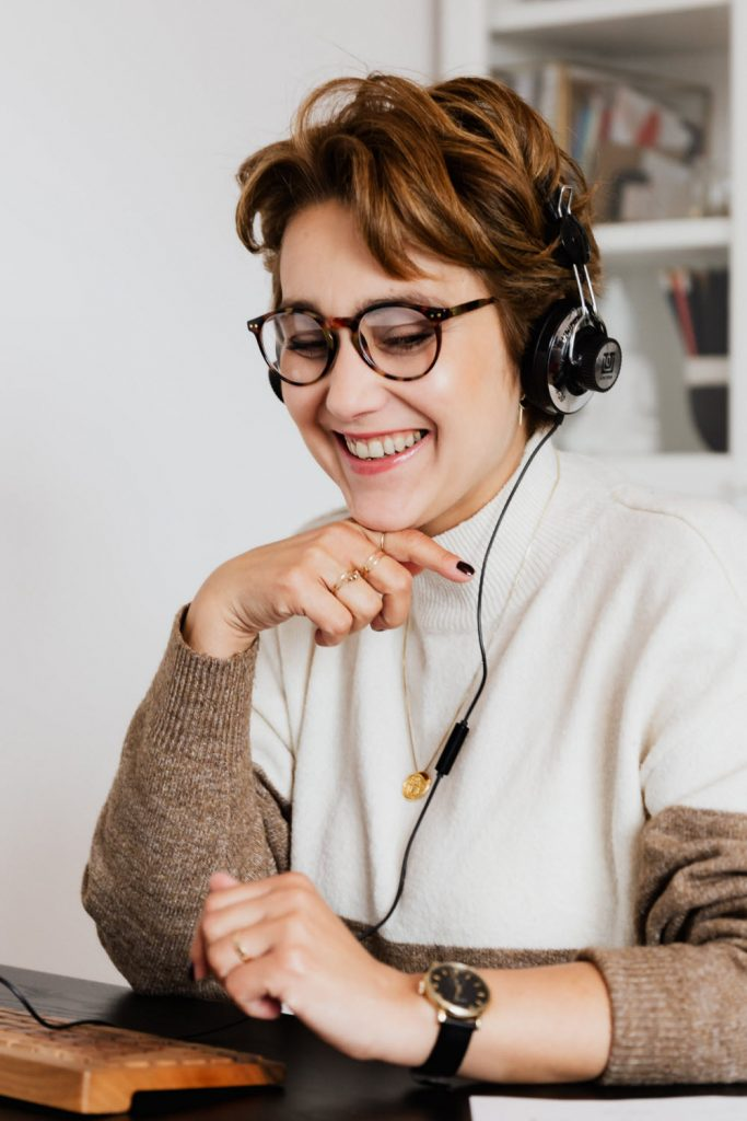 Woman with headset lineo1911 contact